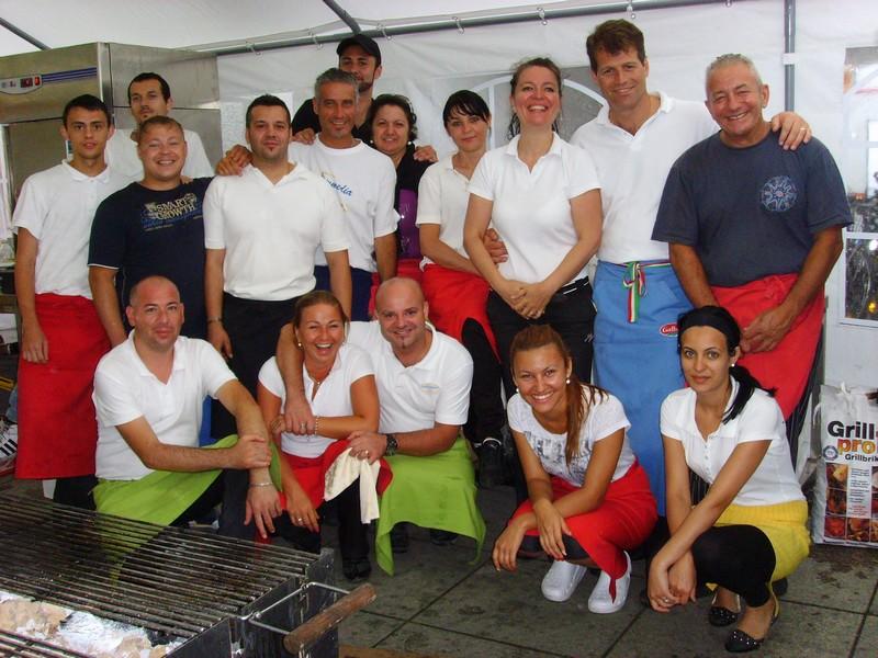 La Commedia-Team - aktiv beim Innenstadtfest auf dem Rathausplatz (Foto: Stadt Gersthofen)