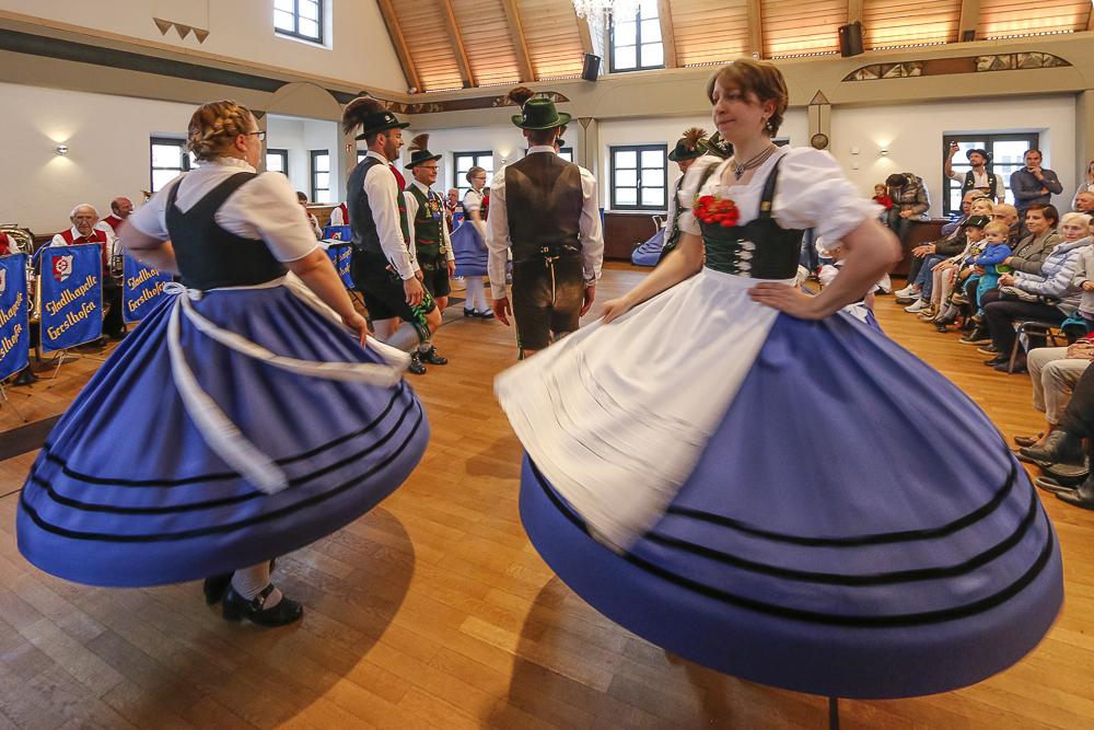 Die Maibaumfeier verbindet Tradition und Moderne und findet bei jedem Wetter statt