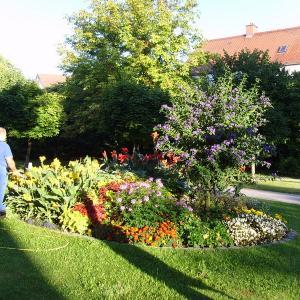 Pflege der öffentlichen Plätze durch den Bauhof (Foto: Stadt Gersthofen)