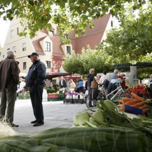 Wochenmarkt auf dem Kleinen Rathausplatz (Foto: Axel Weiss)