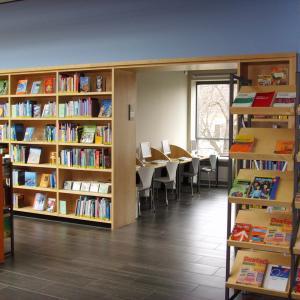 Stadtbibliothek Gersthofen, Blick in das Internetcafe (Foto: Lechner)