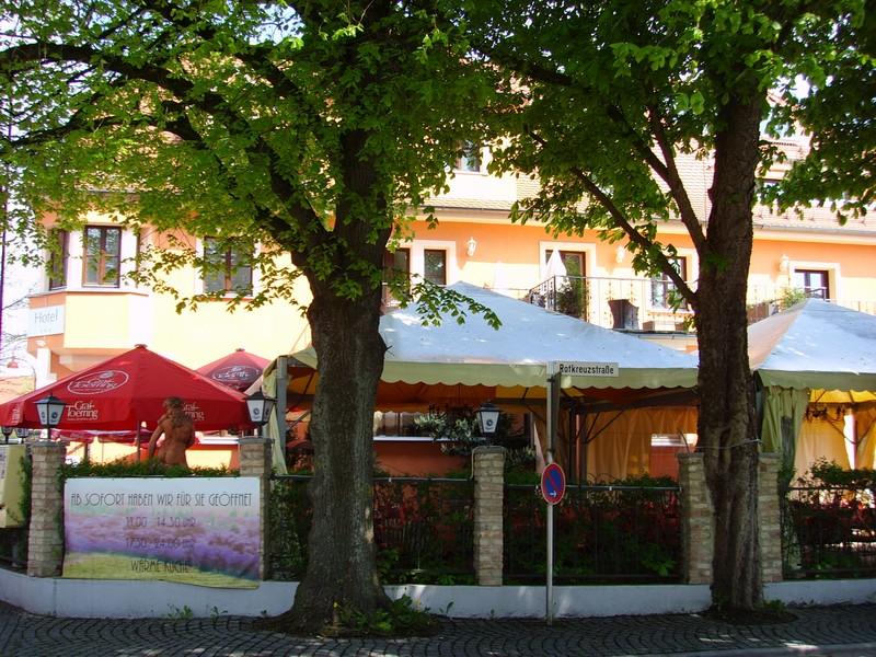 Italienisches Restaurant mit Garten (Foto: Stadt Gersthofen)