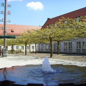 Kleiner Rathausplatz im Frühling (Foto: Stadt Gersthofen)