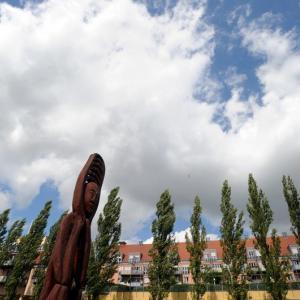 Kunst zum Anfassen im Stadtpark: Skulpturen des Bildhauers Olli Marschall (Foto: Merk)
