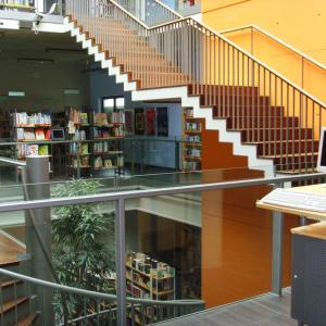 Stadtbibliothek Gersthofen, Blick in das Untergeschoss (Foto: Lechner)